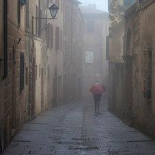 Parapluie rouge, Montepulciano - Italie