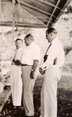 J.H. Frenken (links) met o.a. Soer