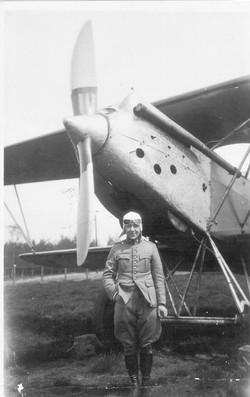 J.H. Frenken voor vliegtuig