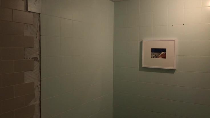 Skin mirrors room