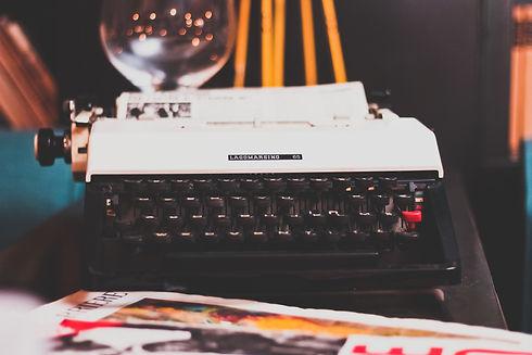 typewriter-1031317.jpg