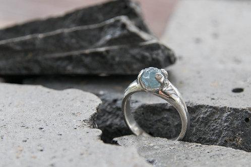 טבעת אקוואמארין מפוסלת בשעווה, עבודת יד אחת ויחידה