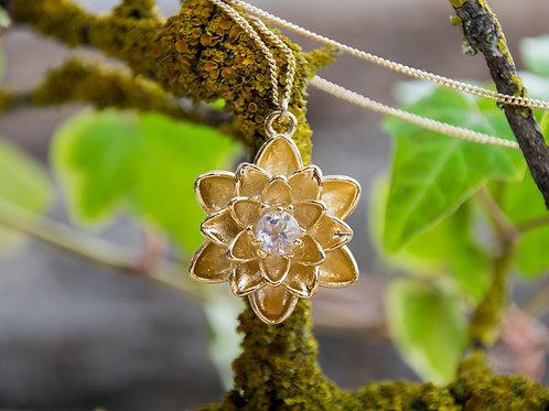 תליון ציפוי זהב פרח הלוטוס משובץ אבן קריסטל - Crystal