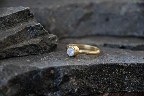 טבעת מצופה זהב משובצת אבן ריינבאו מונסטון