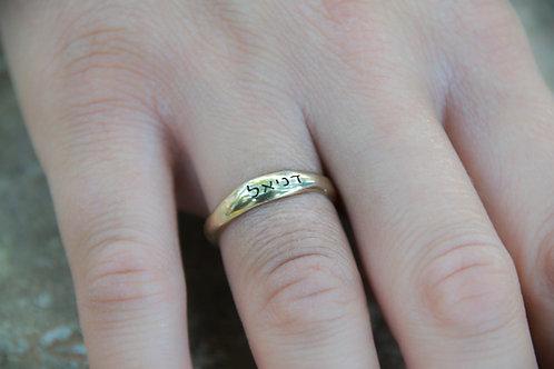 טבעת זהב 14K עם חריטת שם, פיסול שעווה בעבודת יד
