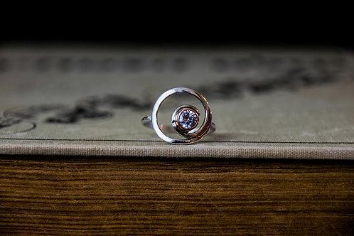 טבעת ספירלה כסף בעבודת יד משובצת זירקון