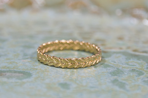 טבעת מצופה זהב מעוטרת 4 חוטים מלופפים בעבודת יד