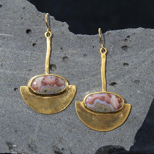 עגילים תלויים ציפוי זהב משובצים אבן ג'ספר אושן