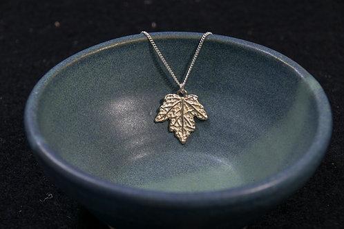 תליון עלה של עץ מייפל קטן