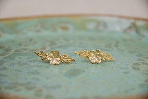 עגילים צמודים פרח ועלים