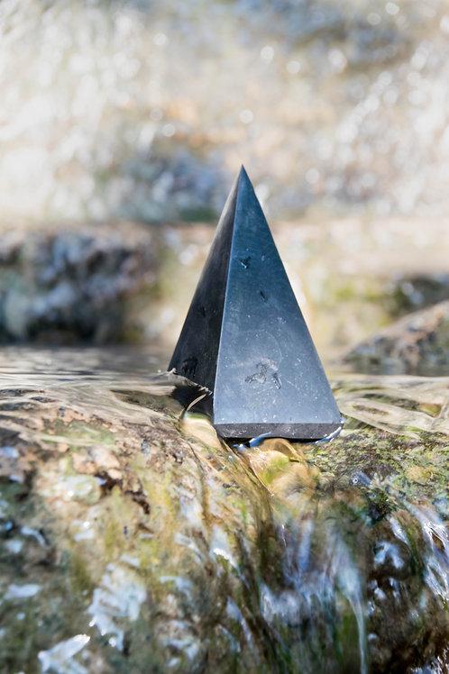 פירמידת שונגיט מלוטשת גבוהה