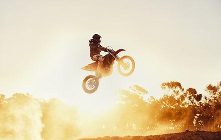 オートバイのスタント