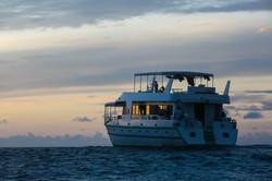 серф яхта на Мальдивах