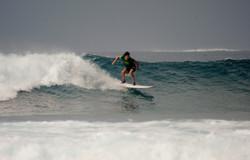 серф на Мальдивской волне
