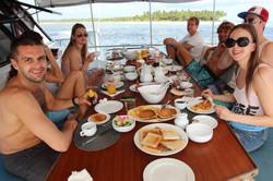 обычный завтрак на яхте