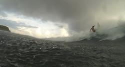 серфинг на Мальдивах в дождь