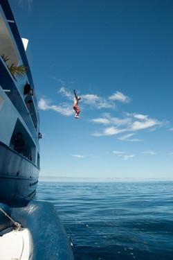прыжок с яхты