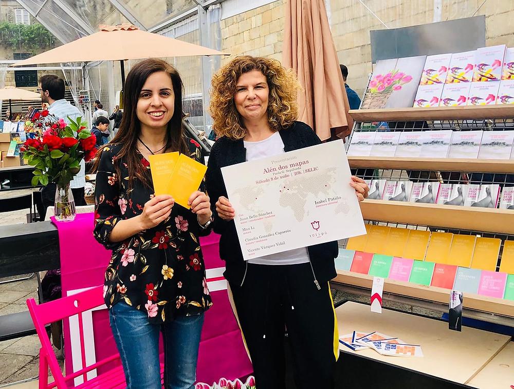 Paola G. Sepúlveda, autora, con Isabel Patiño, editora, na presentación de Alén dos mapas en SELIC2019