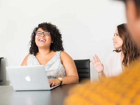 L'expérience collaborateur : Bien-être au travail ou bien-être en travaillant ?