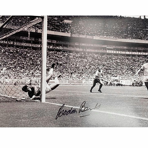 Gordon Banks Signed Black and White Photograph ONLY
