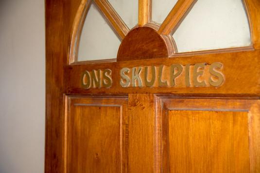ons skulpies deur 1.jpg