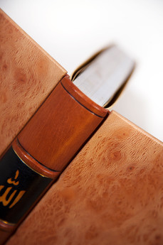 Binding with Lacquered Laminated Wooden Boards - Detail