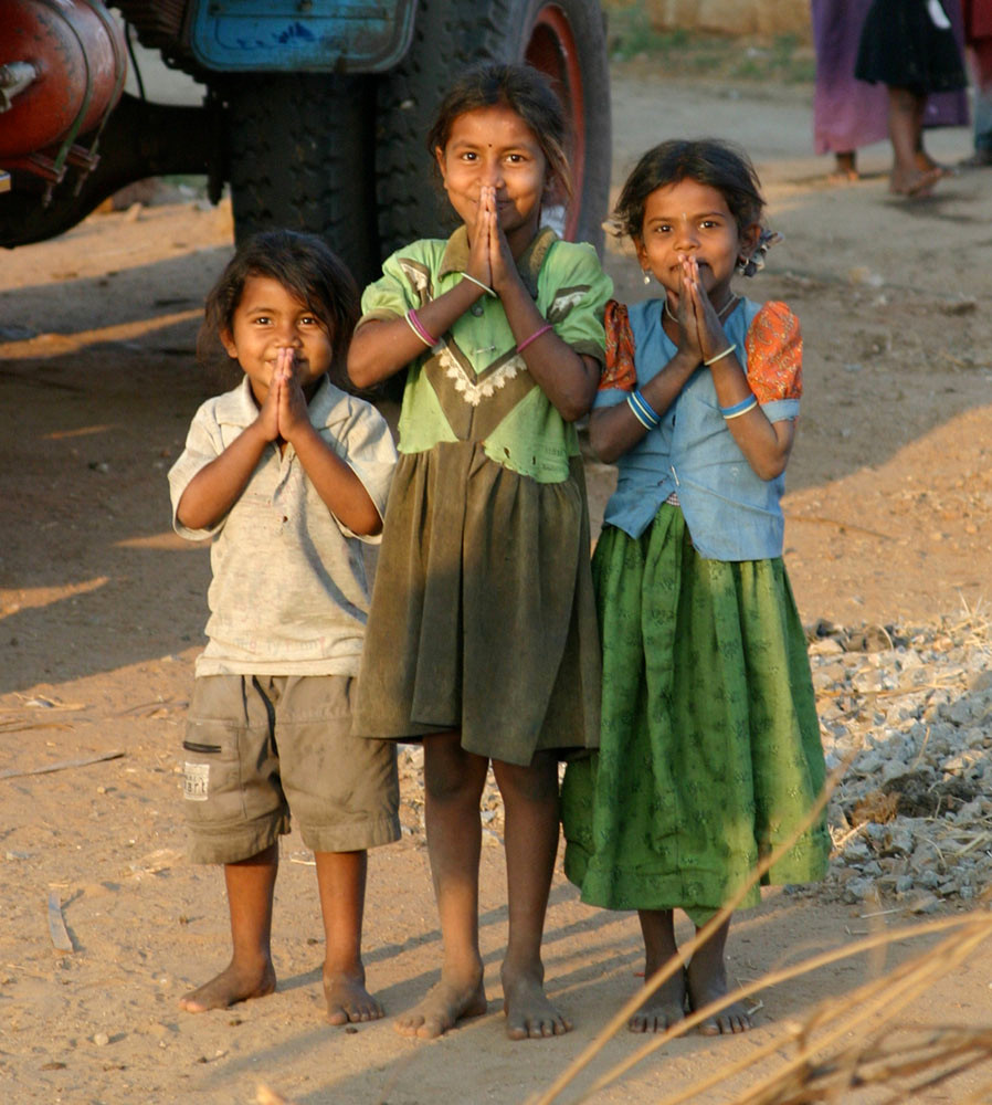 Kids praying in India