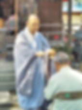 洒水 福田寺若さん 写真.jpg