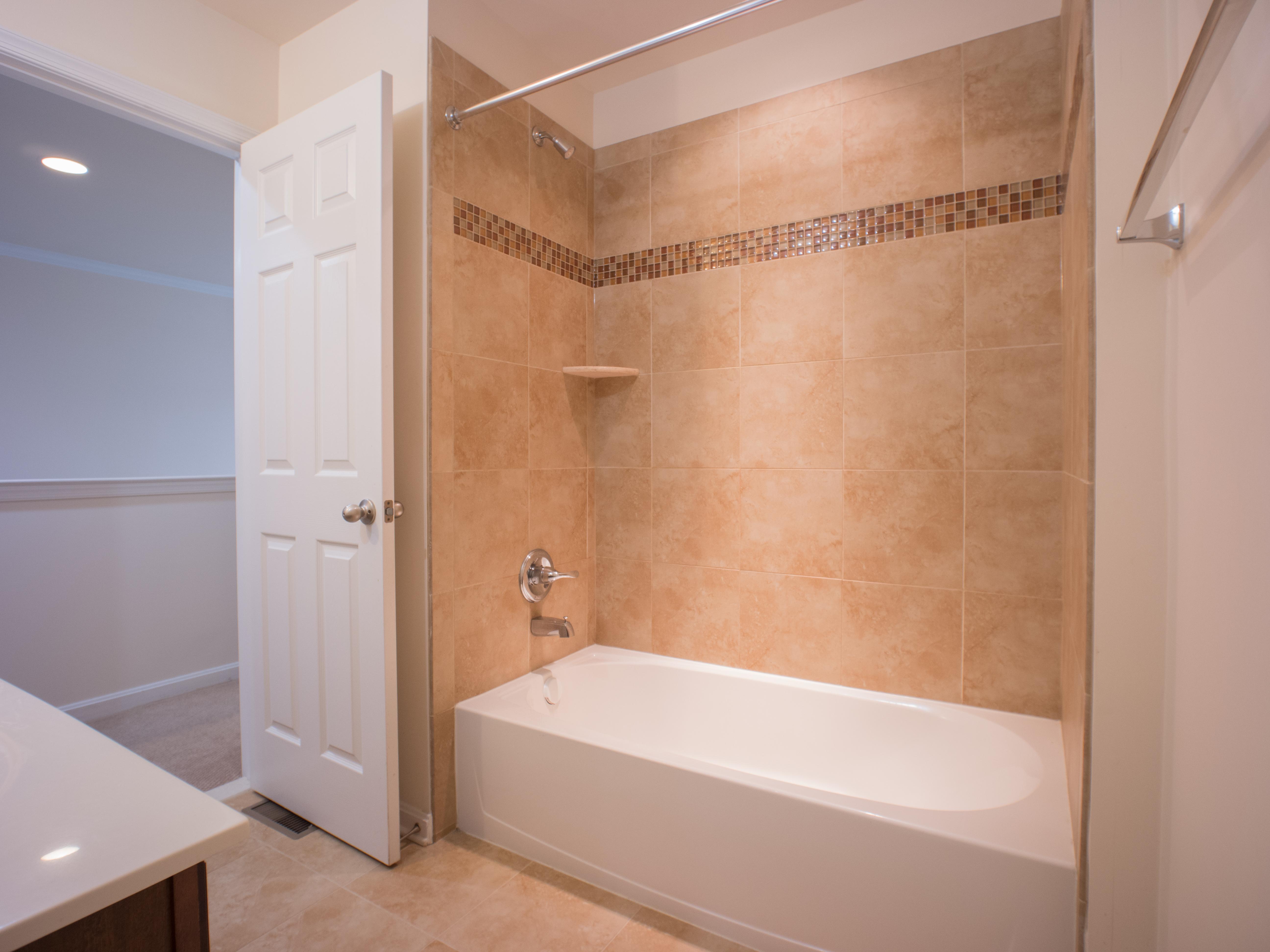 6320 Full Bath b