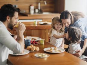 Formas en las que puedes cuidar a tus hijos mientras están en la escuela y tú en el trabajo.