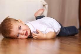 Caídas infantiles: qué hacer y cómo reconocer signos de alerta