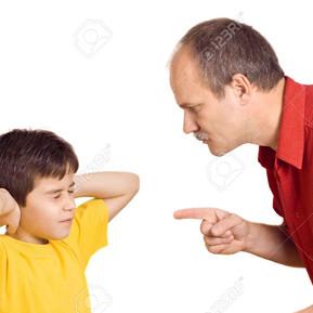 El mal humor del padre causa problemas en el desarrollo emocional y cognitivo de sus hijos