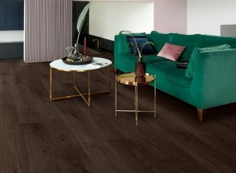 Met donkere vloeren creëer je een 'hotel chic' sfeer in je huis