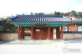 강변 따라 즐기는 오붓한 가족캠핑_김유정 문학촌.jpg