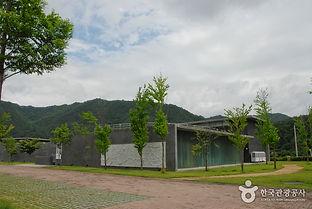 양구 국토정중앙천문대캠핑장_양구백자박물관.jpg