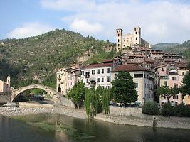 Dolceacqua39_-_Panorama_del_paese_vecchi