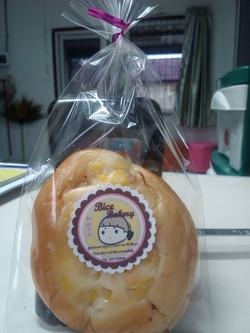 ขนมปังใส้ข้าวโพด  10.฿
