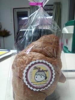 ขนมปังใส้เผือก  10. ฿