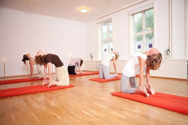 Dynamisk kraftfull yoga og meditasjon