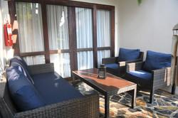 Privat terras från främre sovrummet