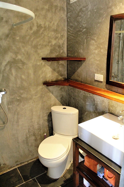 Badrum, WC och handfat