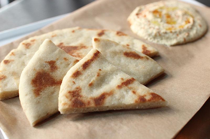 gluten-free-pita-spicy-hummus-rodini-par