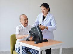 ศูนย์ดูแลผู้สูงอายุ กายภาพบำบัด 2.jpg