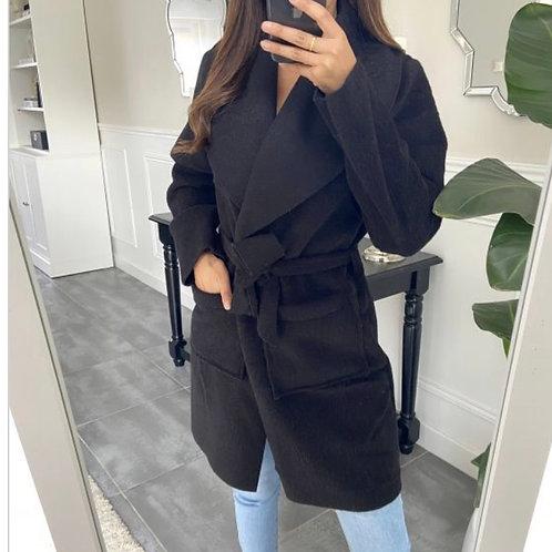 Zwarte jas met ceintuur