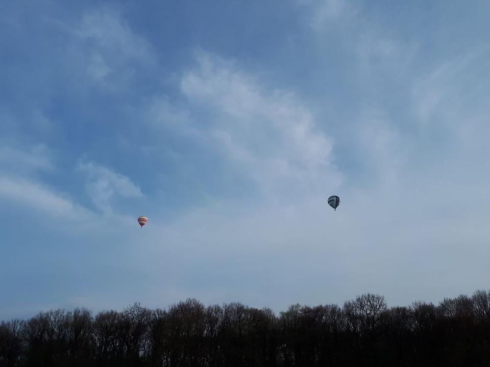 Zwei Ballone über dem Westmünsterland