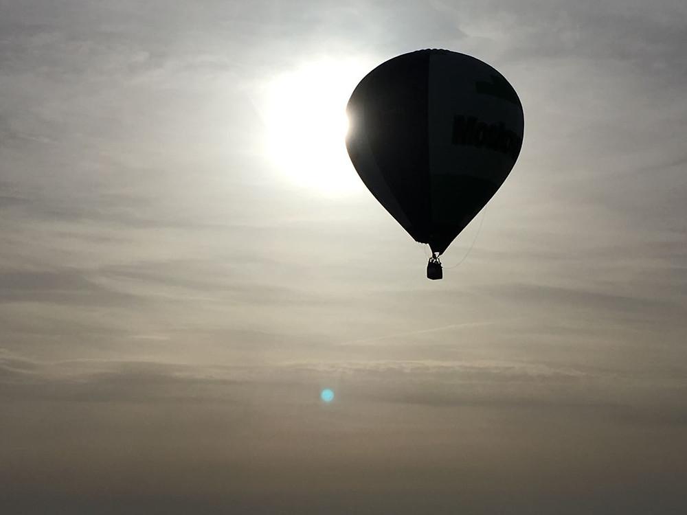 Schatten und Licht-Spiele mit dem Heißluftballon