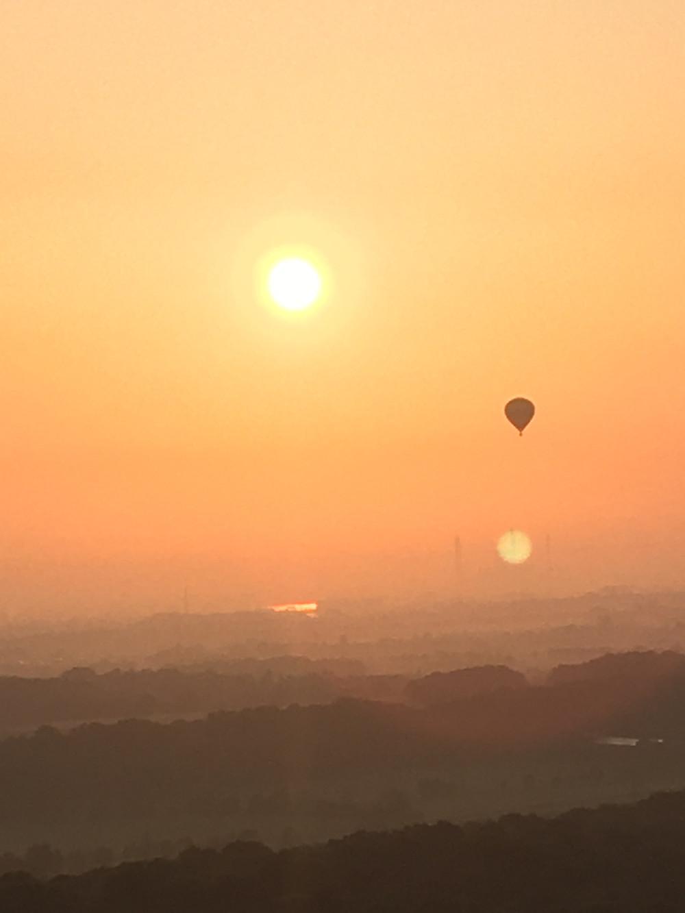 Ruhrgebiet im Sonnenaufgang aus dem Heißluftballon