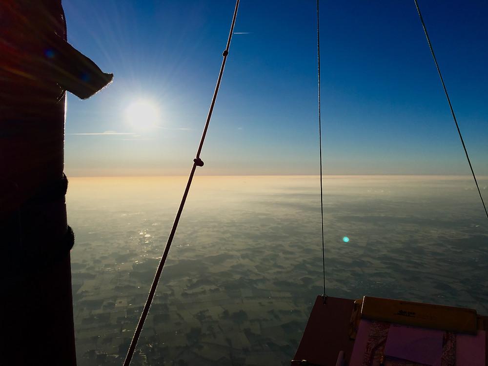 Über der Inversion im Heißluftballon
