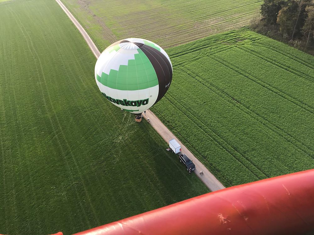 Der Blick von oben auf den Moskovskaya Heißluftballon, los geht die Ballonfahrt.