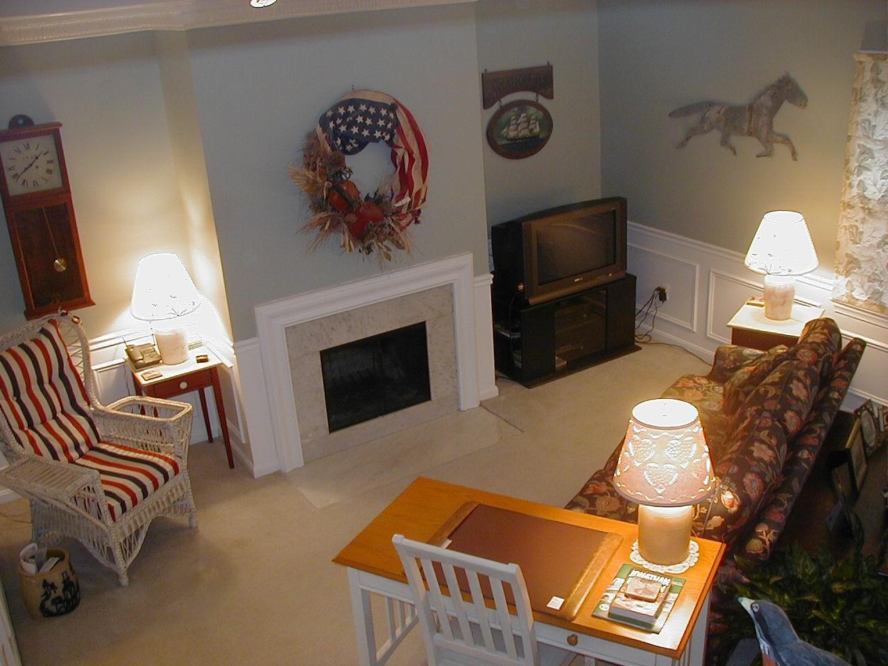 liv room w desk   fireplace